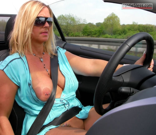 bottomless  weluvflashing: cnynudist: Tops down, skirts up… Now that's the...
