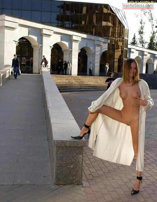 upskirt pussy flash bottomless  hot public flashing: ?
