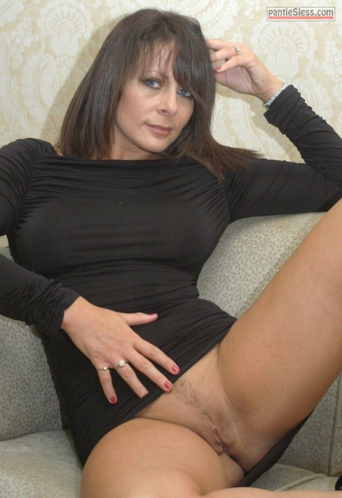 trimmed pussy pussy flash milf dark haired bottomless  Blue eyed MILF with eatable trimmed cunt
