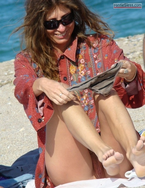voyeur upskirt pussy flash public flashing nude beach milf hotwife brunette bottomless accidental flash  Lady changing panties on beach