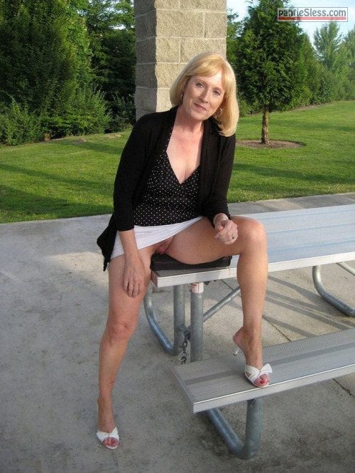 upskirt pussy flash public flashing milf mature hotwife bottomless blonde Good looking mature blonde knickerless in park