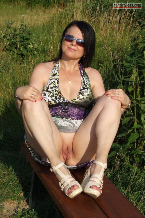 shaved pussy pussy flash public flashing milf dark haired bottomless  Flashing her cunt in public empowers her sex appeal
