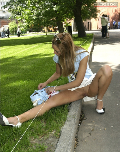 shaved pussy pussy flash public flashing bottomless blonde Pantyless bridesmaid in a park