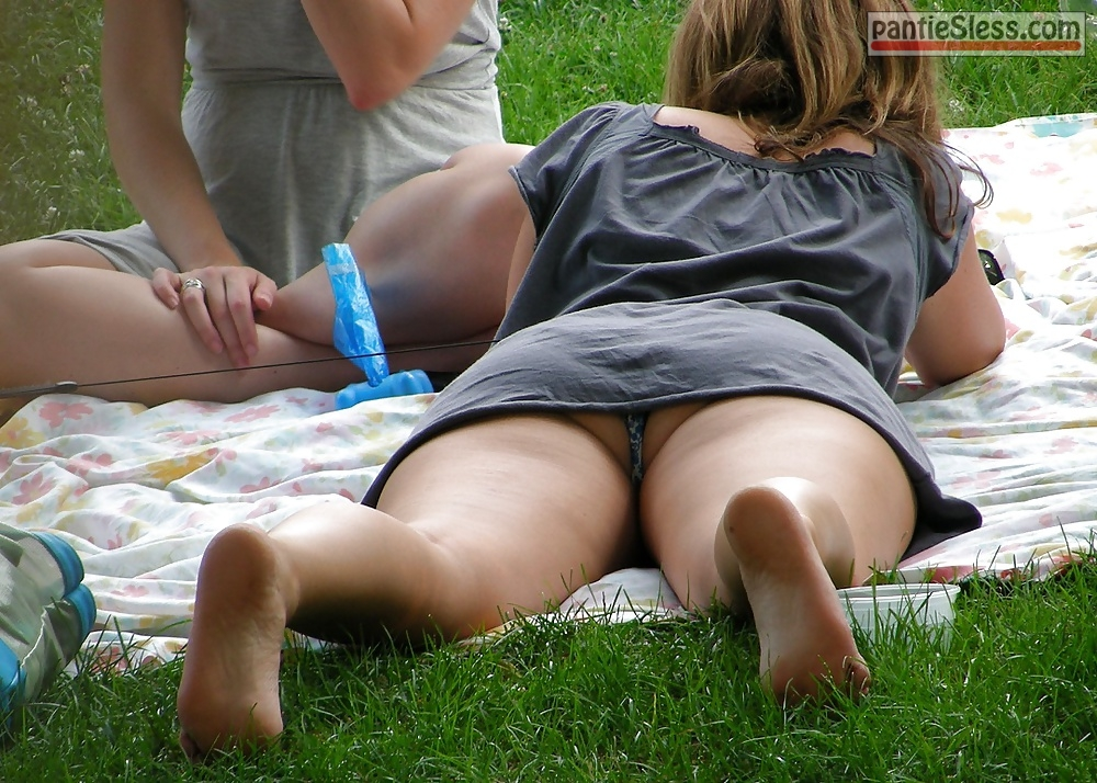 voyeur upskirt panties ass flash accidental flash  Careless wife lets voyeurs to see her panties in park