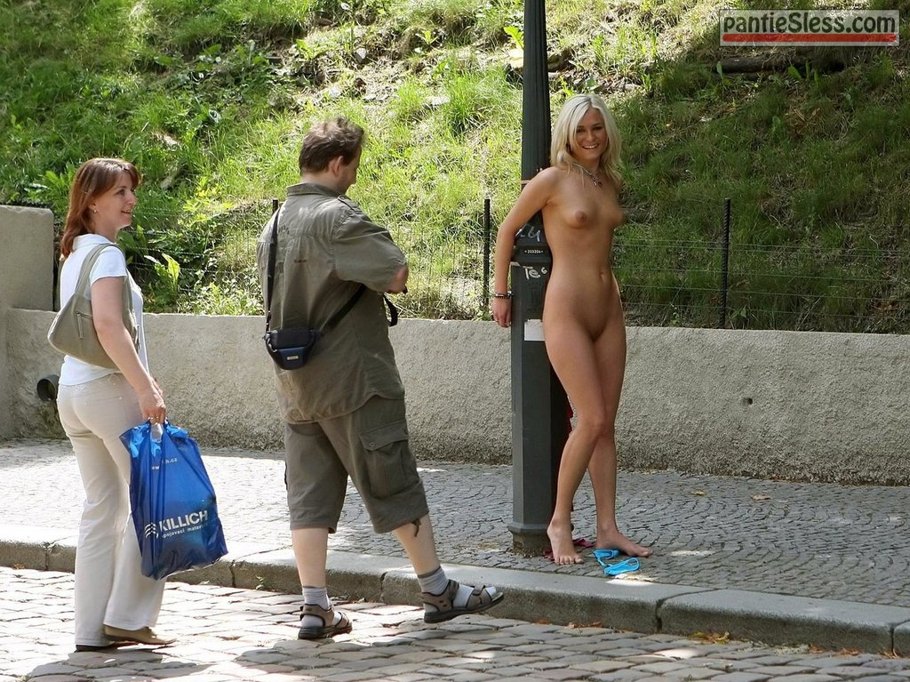 nudes blonde Naked blonde handcuffed for lantern attracts tourists