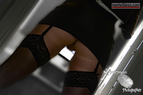 upskirt pussy flash bottomless Black stockings garners mini skirt no panties!
