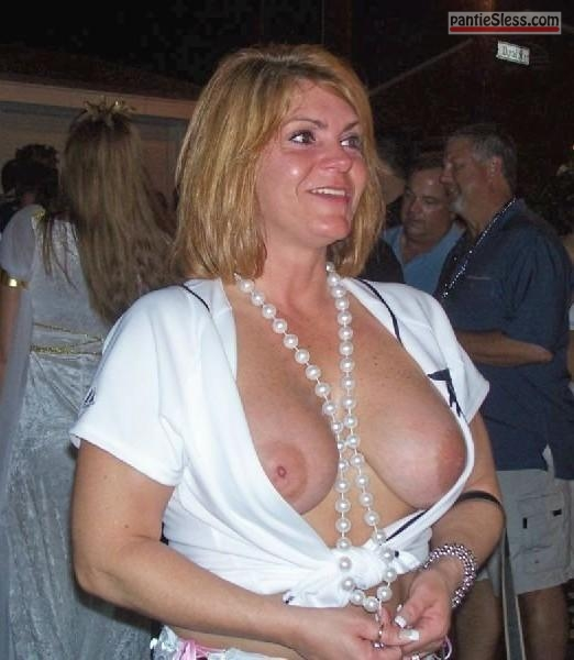 public flashing  tumblr mlvbqdP9Ed1r695i8o1 540