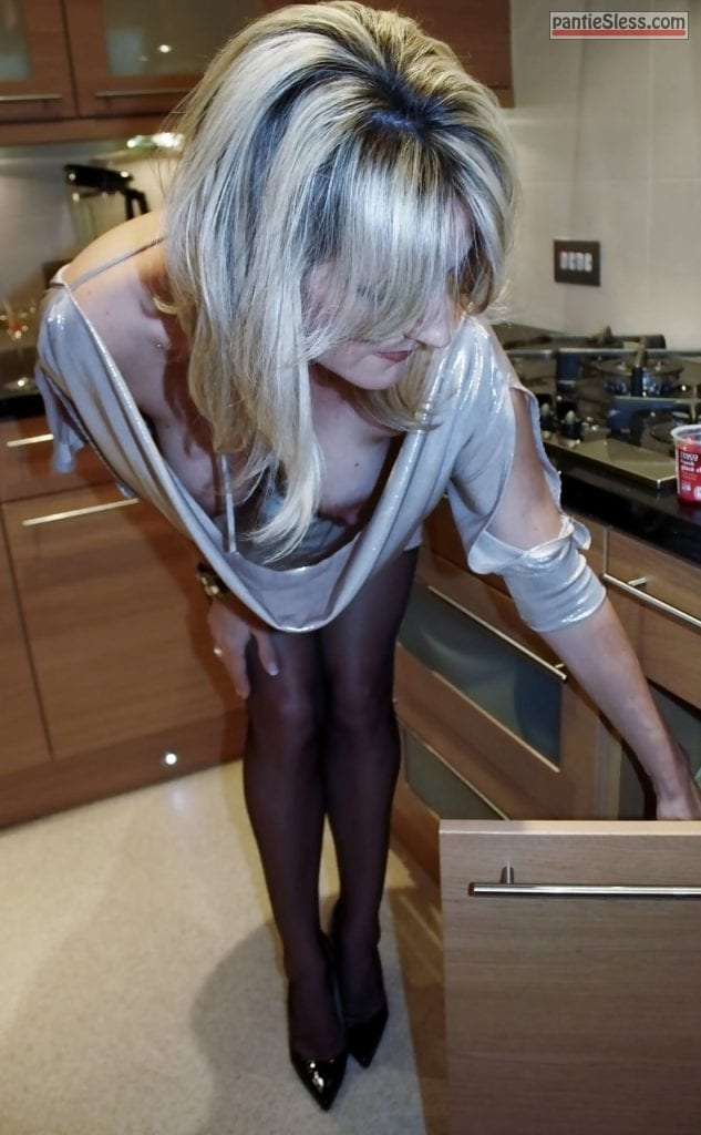 milf hotwife downblouse boobs flash blonde  tumblr mzq9bqKF9u1rd9tcgo1 1280